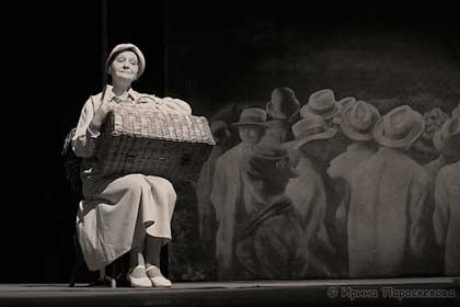 "Спектакль: <b><i>Последнее письмо</i></b><br /><span class=""normal"">Мать— Александра Ислентьева<br /><i></i><br /><span class=""small"">© Ирина Параскевова</span></span>"