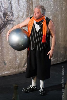 """Спектакль: <b><i>Юбилей спектакля Хармс! Чармс! Шардам!</i></b><br /><span class=""""normal"""">Роман Карцев<br /><i></i><br /><span class=""""small"""">© Роман Бобков</span></span>"""