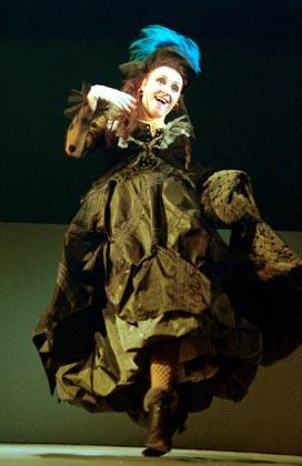 "Спектакль: <b><i>Под кроватью</i></b><br /><span class=""normal"">Глафира, его жена— Екатерина Тенета<br /><i></i><br /><span class=""small"">© Екатерина Цветкова</span></span>"