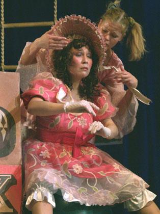 """Спектакль: <b><i>Рот без замочка</i></b><br /><span class=""""normal"""">Жанна Никонова<br />Виктория Тарасова<br /><i></i><br /><span class=""""small"""">© Виктор Сенцов</span></span>"""