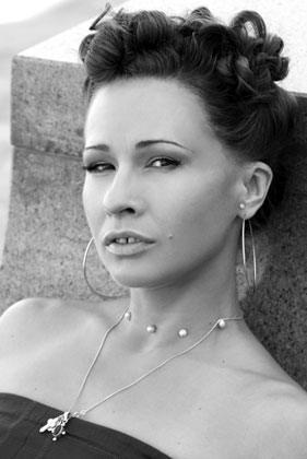 "<span class=""normal"">Ирина Богданова<br /><i></i><br /><span class=""small"">© Евгения Сухарева</span></span>"