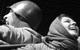 "<div class=""normal"">Михеев &mdash; Евгений Цыганов<br />Полина &mdash; Полина Агуреева</div><div class=""small it normal"">Фото: Лариса Герасимчук</div>"