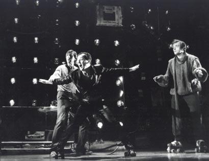 """Спектакль: <b><i>Пока все о'кей</i></b><br /><span class=""""normal"""">Русско-американский диспетчер— Владимир Жорж<br /><i>Сцена из спектакля</i></span>"""