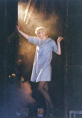 """Спектакль: <b><i>Вечер всумасшедшем доме</i></b><br /><span class=""""normal"""">Актер— Дарья Белоусова<br /><i>Сцена из спектакля</i></span>"""