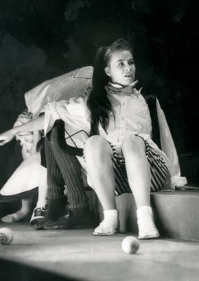 "Спектакль: <b><i>Где найти Алису?</i></b><br /><span class=""normal"">Алиса— Ирина Богданова<br /><i>Сцена из спектакля</i></span>"